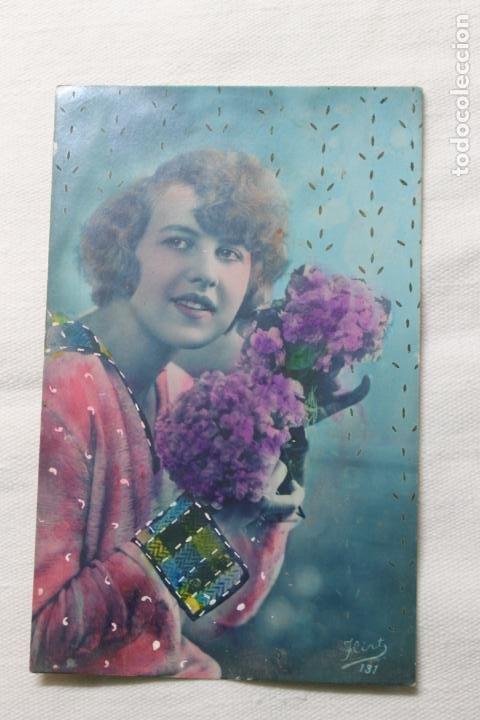ANTIGUA POSTAL COLOREADA, MUJER CON ORQUIDEAS - AÑOS 20/30 -FLIRT 131 (Postales - Postales Temáticas - Galantes y Mujeres)