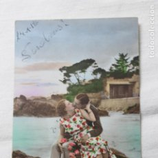 Postales: ANTIGUA POSTAL COLOREADA PAREJA BESANDOSE EN LA PLAYA-- AÑOS 30 -P.C. PARIS3277. Lote 254325790