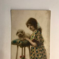 Postales: POSTAL FRANCESA MODERNISTA. SEÑORITA CON SU CANICHE, EDIC. A, NOYER. PARIS NO.3375, (H.1920?). Lote 269829408