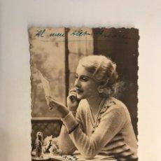Postales: POSTAL FRANCESA MODERNISTA. SEÑORITA LEYENDO UNA CARTA, EDIC. FOX PARIS NO.3587 (H.1920?). Lote 269830523