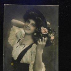 Postales: POSTAL ROMÁNTICA *CHICA CON CESTA DE FLORES *, COLOREADA. ESCRITA, 1909. Lote 288163253