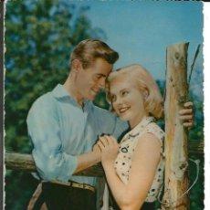 Postales: POSTAL ROMANTICA, PAREJA EN EL CAMPO - ESCRITA 1956. Lote 293923833