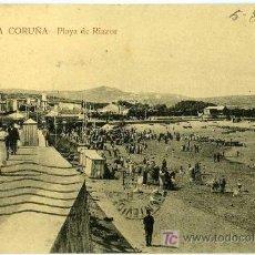 Postales: POSTAL LA CORUÑA PLAYA DE RIAZOR CON GENTES DEL LUGAR. Lote 7866265