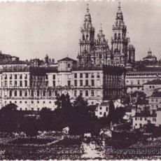 Postales: TARJETA POSTAL DE SANTIAGO DE COMPOSTELA - CATEDRAL, VISTA PARCIAL . Lote 24987898