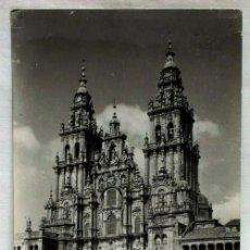 Postales: POSTAL SANTIAGO COMPOSTELA CATEDRAL FACHADA OBRADOIRO AÑOS 50. Lote 13174423