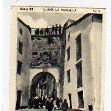 Postales: LUGO. SERIE 20 LA MURALLA Nº 3. PUERTA DE SAN PEDRO. LAS BELLEZAS DE GALICIA. CROMOS.. Lote 14308358