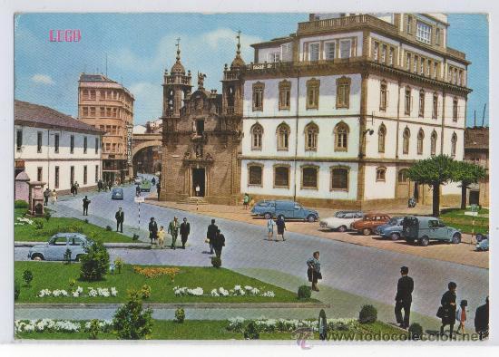 TARJETA POSTAL CALLE Y PUERTA DE SAN FERNANDO IGLESIA DE SAN FROILAN LUGO (Postales - España - Galicia Moderna (desde 1940))