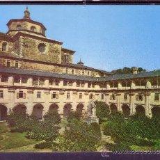 Postales: MONASTERIO DE SAMOS - LUGO - CLAUSTRO CLASICISTA CON EL MONUMENTO AL PADRE FEIJOO. Lote 27408095