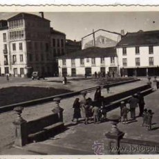 Postales: LUGO. 24 RIBADEO. PLAZA DE ESPAÑA. AÑO 1952. ED. LIBRERIA CERVANTES. SIN CIRCULAR.. Lote 29601596