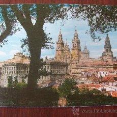 Postales: SANTIAGO DE COMPOSTELA, LA CATEDRAL DESDE EL PASEO DE LA HERRADURA. N° 2080. Lote 31105224