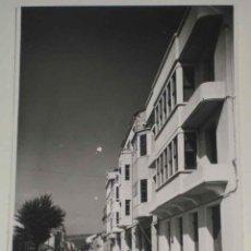 Postales: ANTIGUA FOTO POSTAL DE SARRIA (LUGO) CALLE DE CALVO SOTELO. ED. GRECOR . MARGARA, SIN CIRCULAR. Lote 39548191