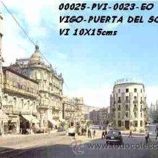 Cartes Postales: POSTAL VIGO PUERTA DEL SOL CON TRANVIAS EDITORIAL ESCUDO DE ORO Nº23/25-49EB AÑOS 60 Y 70*. Lote 75527303