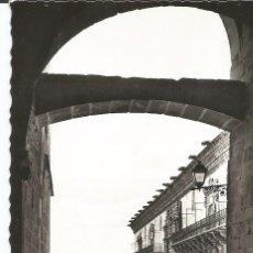 Postales: SANTIAGO DE COMPOSTELA - ARCO. PALACIO GELMÍREZ. HOSTAL DE LOS REYES CATÓLICOS- Nº 157 ED. ARRIBAS. Lote 53250135
