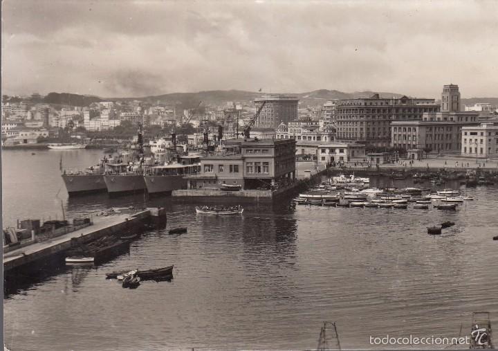 LA CORUÑA. VISTA PARCIAL DEL PUERTO. POSTAL BLANCO Y NEGRO, C. 1960. SIN CIRCULAR. EDICIONES ARRIBAS (Postales - España - Galicia Moderna (desde 1940))