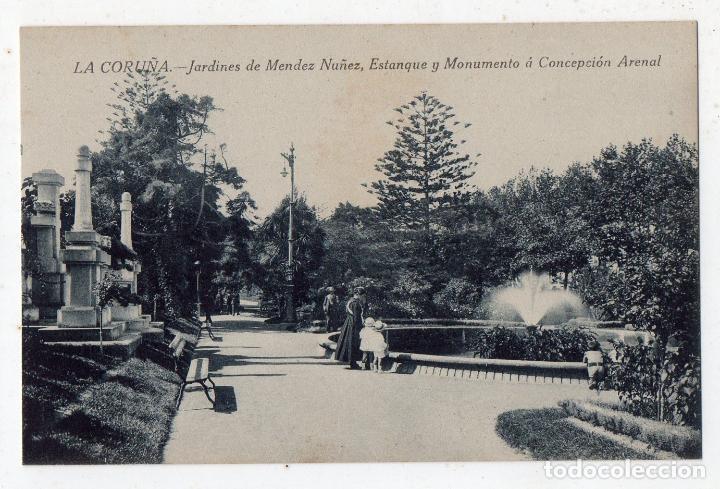 LA CORUÑA. JARDINES DE MÉNDEZ NÚÑEZ, ESTANQUE Y MONUMENTO A CONCEPCIÓN ARENAL. (Postales - España - Galicia Antigua (hasta 1939))