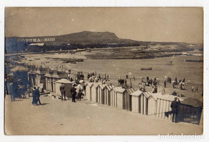FOTOGRAFÍA ANTIGUA. LA CORUÑA. CASETAS EN LA PLAYA DE RIAZOR. (Postales - España - Galicia Antigua (hasta 1939))