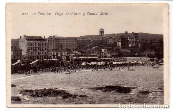 TARJETA POSTAL,LA CORUÑA ,PLAYA DE RIAZOR Y CIUDAD JARDIN.EDICIONES UNIQUE. (Postales - España - Galicia Antigua (hasta 1939))