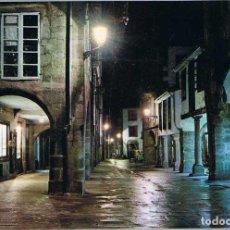Postales: POSTAL DE SANTIAGO DE COMPOSTELA. RUA DEL VILLAR. NOCTURNA. ED. ARRIBAS 2057. Lote 75945199