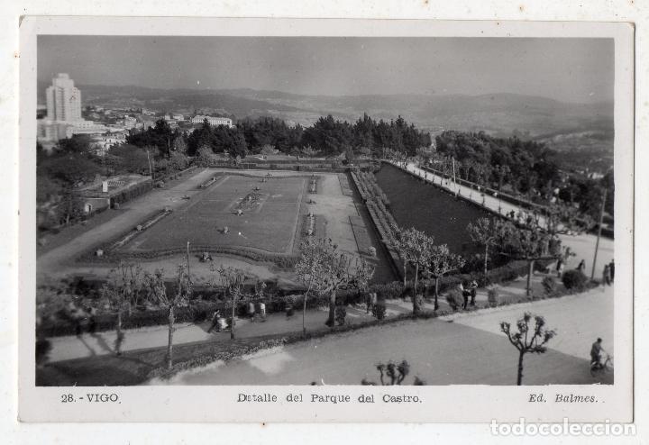 VIGO. DETALLE DEL PARQUE DEL CASTRO. ESCRITA EN EL AÑO 1952. (Postales - España - Galicia Moderna (desde 1940))