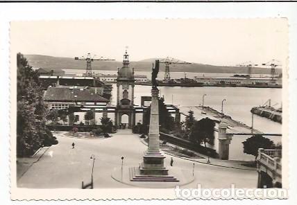 EL FERROL DEL CAUDILLO - PUERTA DEL DIQUE Y MONUMENTO A LOS CAÍDOS EN ÁFRICA - Nº 145 ED. ARRIBAS (Postales - España - Galicia Moderna (desde 1940))