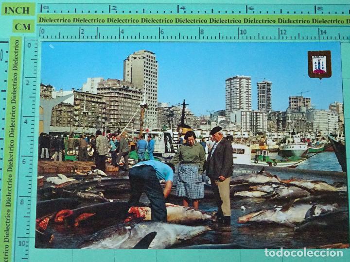 POSTAL DE LA CORUÑA. AÑO 1975. EL MURO, DESCARGA DE PESCADO, PESCADORES, ATUNES. 1320 (Postales - España - Galicia Moderna (desde 1940))