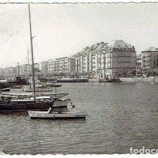 Postales: POSTAL, SANTANDER PUERTO CHICO PASEO DE PEREDA - CIRCULADA EN 1962 CON SELLO. Lote 103435983