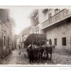Postales: LA CORUÑA. TIPOS DEL PAIS.CARRO DE HENO Y BUEYES.POSTAL FOTOGRÁFICA.EDICIÓN FRANCESA.. Lote 109733247