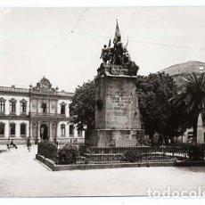 Postales: PONTEVEDRA MONUMENTO A LOS HEROES DEL PUENTE SAN PAYO Y AYUNTAMIENTO. ED. ARTIGOT 21. SIN CIRCULAR. Lote 113287755