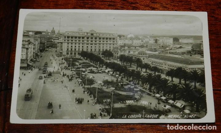FOTO POSTAL DE LA CORUÑA, PARQUE DE MENDEZ NUÑEZ, FOTO FERRER, CIRCULADA. (Postales - España - Galicia Antigua (hasta 1939))