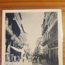 Postales: POSTAL GALICIA EL FERROL CALLE REAL CON GENTES DEL LUGAR 1901. Lote 122826043