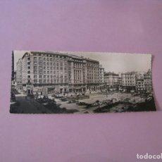 Postales: POSTAL FOTOGRÁFICA DE LA CORUÑA. PLAZA DE VIGO. ED. ARTIGOT. 21X9 CM. . Lote 128179459