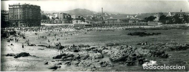 A CORUÑA. PLAYA DE RIAZOR Y CAMPO DE FÚTBOL . POSTAL SURPERPANORÁMICA. EDIC. ARRIBAS Nº 913. (Postales - España - Galicia Moderna (desde 1940))