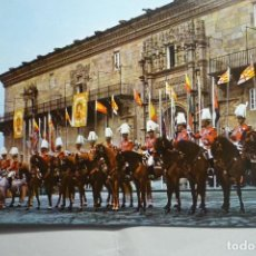 Postales: POSTAL SANTIAGO COMPOSTELA-JINETES ANTE HOSTAL REYES CATOLICOS. Lote 131994566