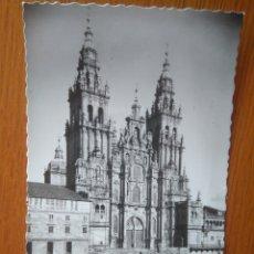 Postales: POSTAL SANTIAGO DE COMPOSTELA CATEDRAL FACHADA PRINCIPAL /AÑOS 40-50 EDICIONES GARCIA GARRABELLA. Lote 134205397