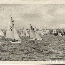 Postales: X120611 GALICIA A LA CORUNA REGATA DE BALANDROS. Lote 135590626