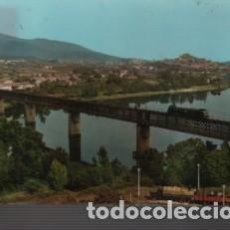 Postales: POSTAL DE TUY - PUENTE INTERNACIONAL DESDE PORTUGAL - TREN SOBRE EL PUENTE Nº 5 DE ALARDE 1967. Lote 136124534