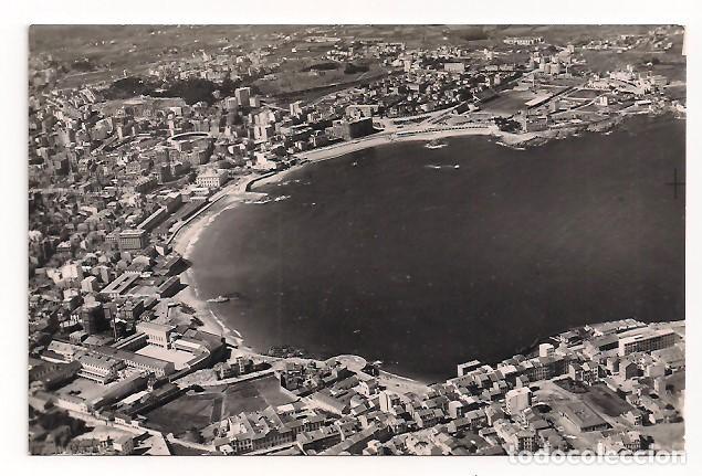 LA CORUÑA - VISTA PANORÁMICA AÉREA - EL ORZÁN Y PLAYA DE RIAZOR - Nº1 - AEROPOST MADRID (Postales - España - Galicia Moderna (desde 1940))