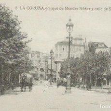 Postales: POSTAL A CORUÑA. PARQUE DE MÉNDEZ NÚÑEZ Y CALLE DE SANTA CATALINA. REPRODUCCIÓN LA OPINIÓN. Lote 143627170