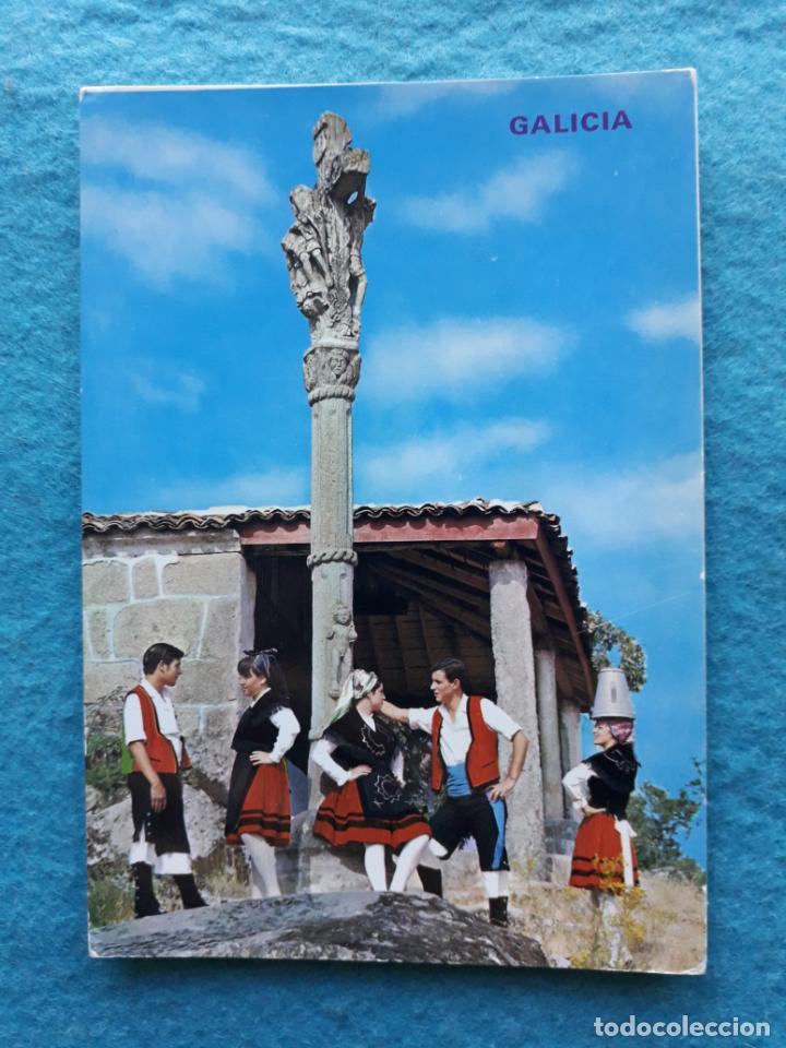 GALICIA. CRUCEIRO Y TRAJES REGIONALES. (Postales - España - Galicia Moderna (desde 1940))