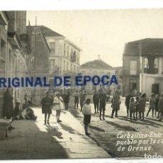 Postales: (PS-59271)POSTAL FOTOGRAFICA DE CARBALLINO-ENTRADA AL PUEBLO POR LA CARRETERA DE ORENSE. Lote 148555194