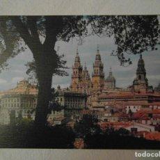 Postales: SANTIAGO DE COMPOSTELA Nº 2080 LA CATEDRAL DESDE EL PASEO DE LA HERRADURA. ARRIBAS. CIRCULADA. Lote 149745970