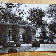Postales: EL FERROL DEL CAUDILLO UN RINCON DEL PARQUE ED. ARRIBAS Nº 156. Lote 153449694