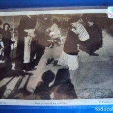 Postales: (PS-59918)POSTAL DE GALICIA-UNA PROMESA DE RODILLAS. Lote 156929178