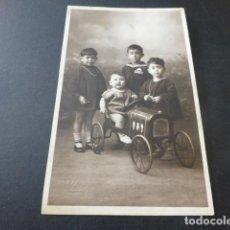 Postales: PONTEVEDRA PINTOS FOTOGRAFO POSTAL FOTOGRAFICA RETRATO NIÑOS COCHE JUGUETE. Lote 165166458