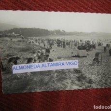 Postales: GALICIA VIGO - POSTAL FOTOGRAFICA ' PLAYA SAMIL' EDI GARRABELLA Nº 31, S/C REVERSO DIVIDIDO+ INFO 1S. Lote 171150228