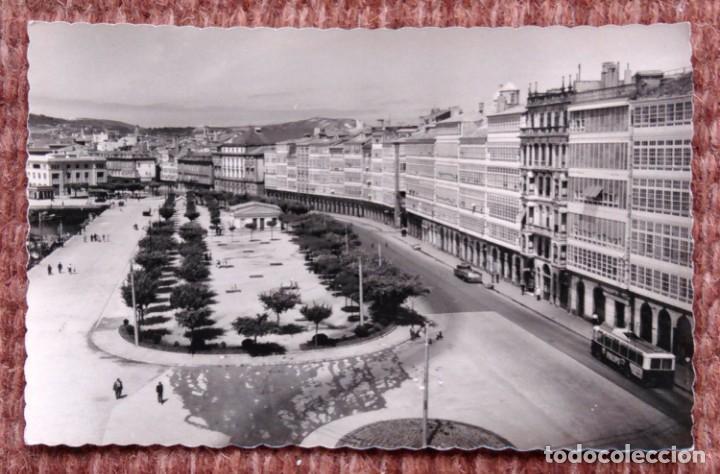 LA CORUÑA - PASEO DE LA MARINA - EDICIONES LUJO (Postales - España - Galicia Moderna (desde 1940))