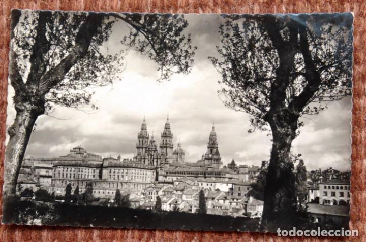 SANTIAGO DE COMPOSTELA - VISTA DESDE EL PASEO DE LA HERRADURA (Postales - España - Galicia Moderna (desde 1940))