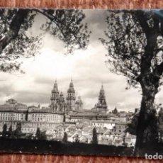 Postales: SANTIAGO DE COMPOSTELA - VISTA DESDE EL PASEO DE LA HERRADURA. Lote 171405742