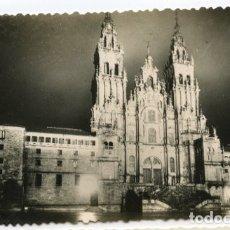 Postales: TARJETA POSTAL. GALICIA. CATEDRAL DE SANTIAGO DE NOCHE. CIRCULADA. Lote 174165183