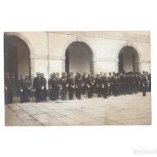 Postales: LA CORUÑA.- FORMACIÓN MILITAR EN PATIOL. FOTO FERRER. POSTAL FOTOGRÁFICA.. Lote 175155698